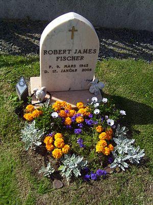 300px-Bobby_Fischer_grave