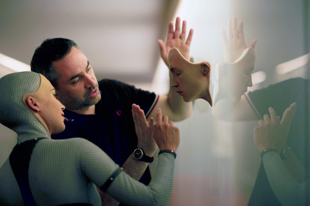 Ex Machina / Ex-Machina (2015) | Pers: Alicia Vikander, Alex Garland | Dir: Alex Garland | Ref: EXM003AC | Photo Credit: [ Dna Films/Film4 / The Kobal Collection ] | Editorial use only related to cinema, television and personalities. Not for cover use, advertising or fictional works without specific prior agreement