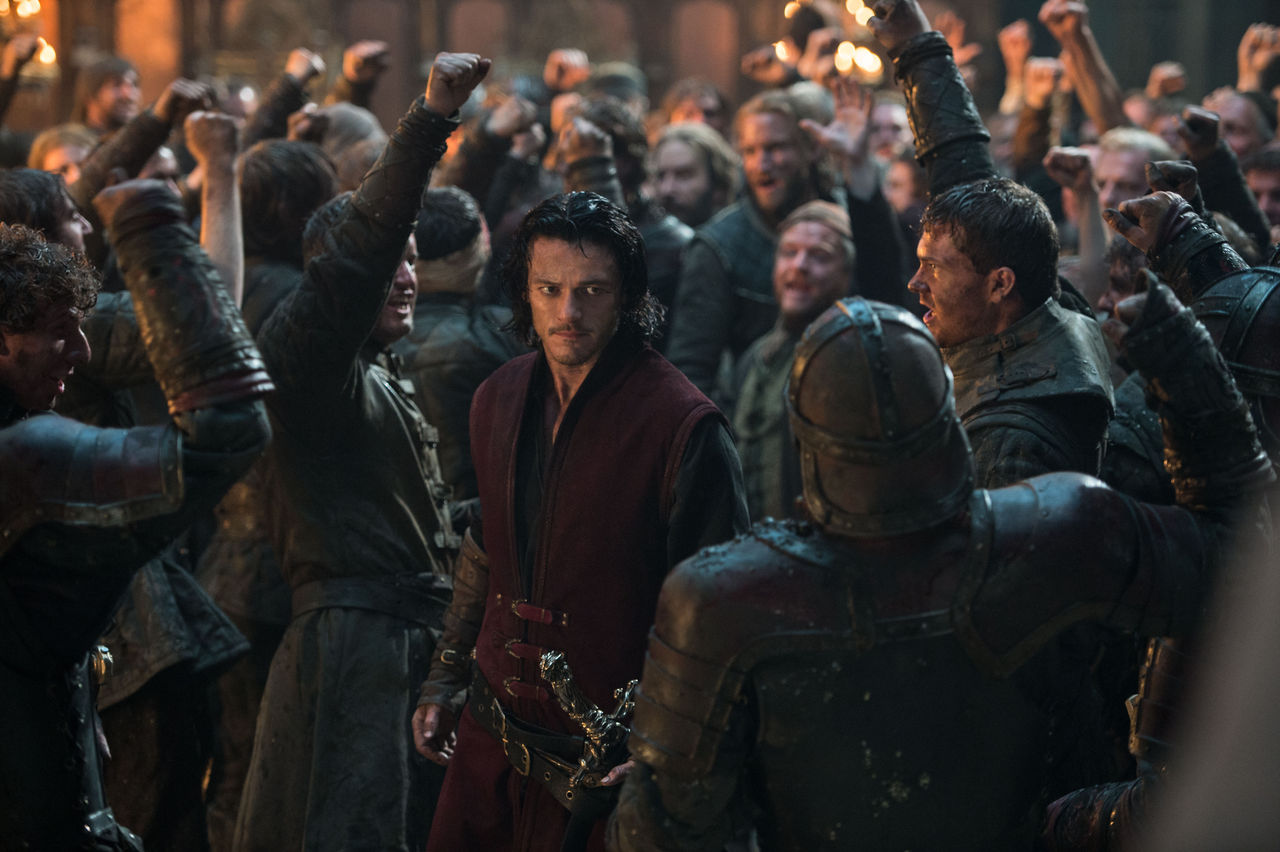 Luke-Evans-Dracula-Untold-Great-Hall