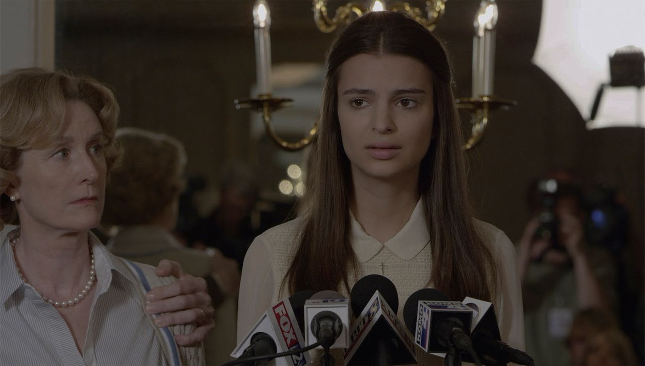 Gone_Girl-Lisa_Banes-Emily_Ratajkowski-006